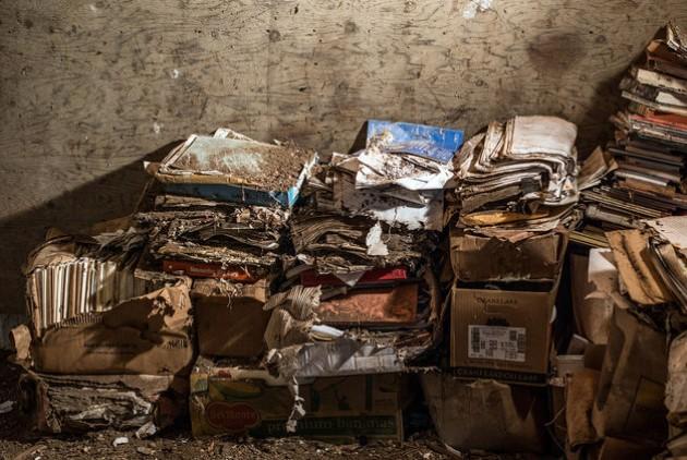 Μερικές από τις 100.000 σελίδες εγγράφων που βρέθηκαν ξεχασμένες στον αχυρώνα της Βαν Στρουμ, στα βουνά του Ορεγκον | Risa Scott/RF Scott Imagery