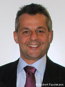O Χούμπερτ Φάουστμαν, καθηγητής στο Πανεπιστήμιο Λευκωσίας και διευθυντής του παραρτήματος του Ιδρύματος Friedrich Ebert στην Κύπρο