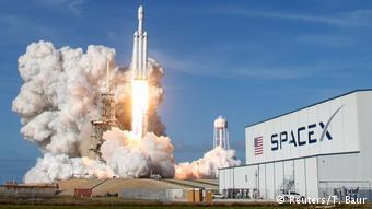 H SpaceX έχει φιλόδοξα σχέδια για το διάστημα. Eδώ στο Ακρωτήρι Κανάβεραλ κατά την εκτόξευση πυραύλου