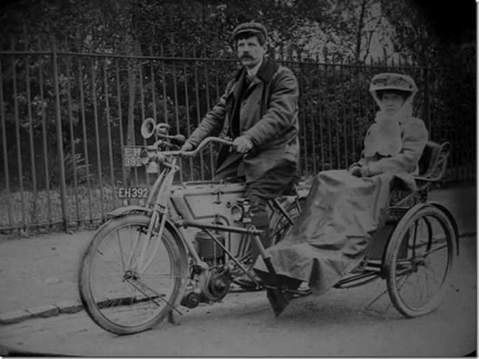 Η ιστορία των μηχανών με καλάθι ξεκινά πολύ νωρίτερα από τον Δεύτερο Παγκόσμιο Πόλεμο. Η πρώτη τους εμφάνιση έγινε το μακρινό 1893...