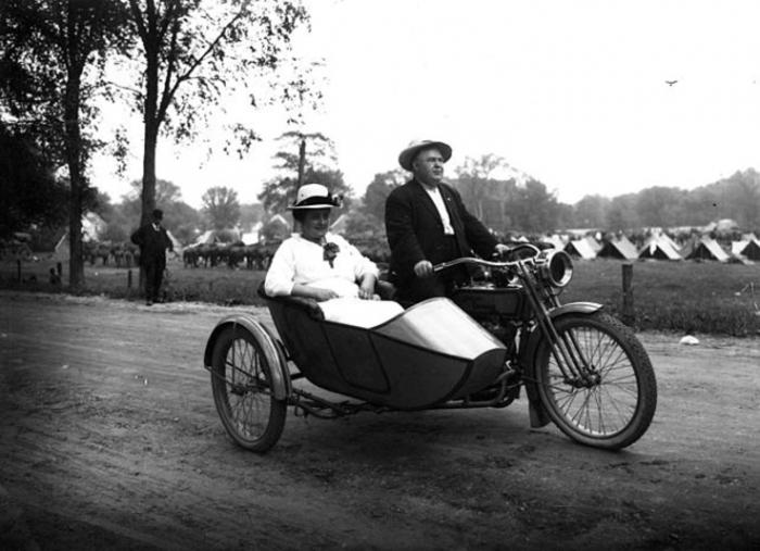 Με τη λήξη του Πρώτου Παγκόσμιου Πολέμου, η δημοτικότητα του συγκεκριμένου μοντέλου μηχανών μειώθηκε κατακόρυφα καθώς οι καταναλωτές στράφηκαν στην αγορά αυτοκινήτων...