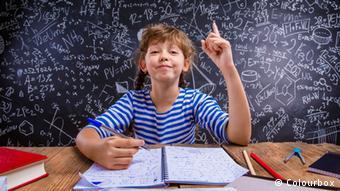Η αύξηση του αριθμού των μαθητών απαιτεί και... περισσότερα στυλό