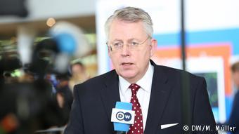 «Γνωρίζουμε δυστυχώς ότι οι ανισότητες δεν μπορούν εξαλειφθούν πλήρως», δηλώνει ο γενικός διευθυντης της DW Πέτερ Λίμπουργκ