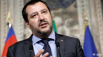 Ο Ματέο Σαλβίνι θέλει να κλείσει τα ιταλικά λιμάνια για τις ΜΚΟ, τις οποίες θεωρεί συνεργάτες των διακινητών