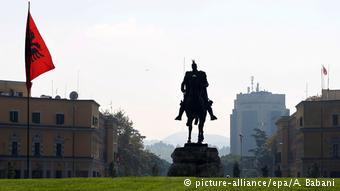 Άγαλμα το εθνικού ήρωα των Αλβανών Σκεντέρμπεη στα Τίρανα