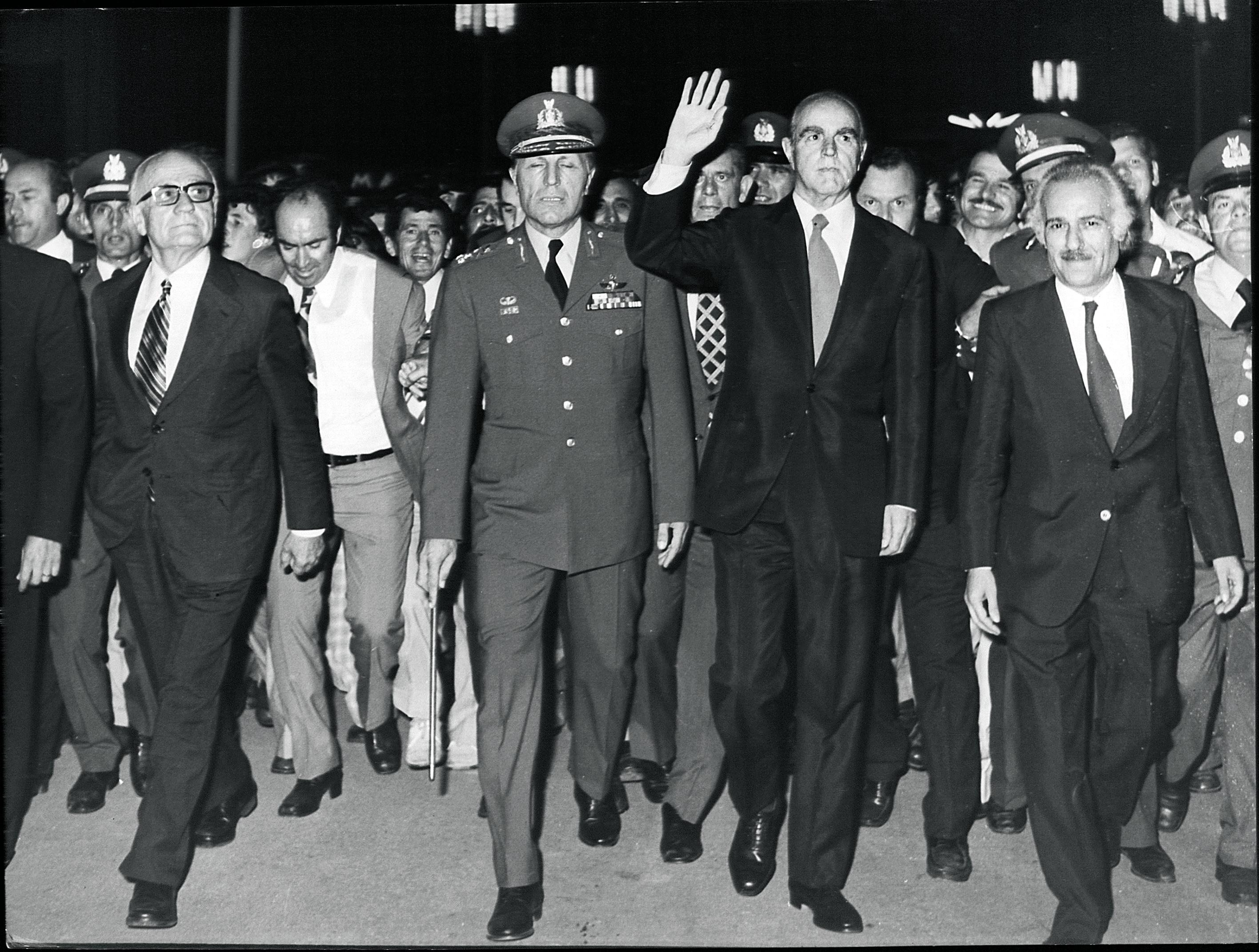 1974. Ο Κωνσταντίνος Καραμανλής προσέρχεται στα εγκαίνια της έκθεσης