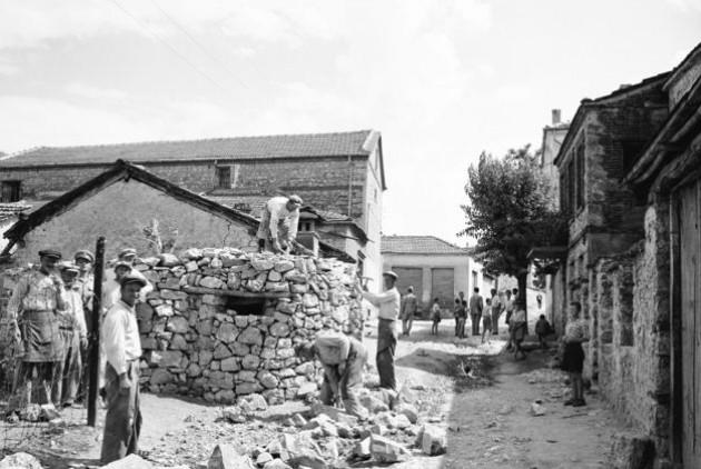 Αμύνταιο, καλοκαίρι του 1947. Κατασκευή πολυβολείων της χωροφυλακής για την αντιμετώπιση του εσωτερικού εχθρού |