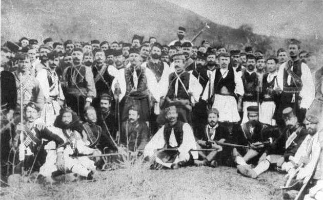 Προβοκάτορες στα σύνορα. Οι αξιωματικοί Παύλος Μελάς και Κωνσταντίνος Μαζαράκης με τους «αντάρτες» της «Εθνικής Εταιρείας» που πυροδότησαν τον καταστροφικό ελληνοτουρκικό πόλεμο του 1897 | ΝΑΤΑΛΙΑ ΜΕΛΑ, «ΠΑΥΛΟΣ ΜΕΛΑΣ» (1964)