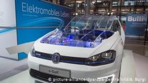 H VW επενδύει και στην ηλεκτροκίνηση