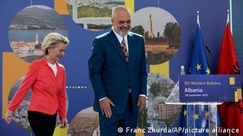 Φον ντερ Λάιεν και ο αλβανός πρωθυπουργός Ράμα στα Τίρανα