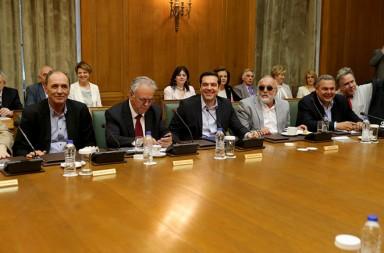 Ο πρωθυπουργός Αλέξης Τσίπρας (3A), ο αντιπρόεδρος της κυβέρνησης Ιωάννης Δραγασάκης (2 Α), ο Υπουργός Οικονομίας, Ανάπτυξης και Τουρισμού Γιώργος Σταθάκης (Α), ο Υπουργός Εσωτερικών και Διοικητικής Ανασυγκρότησης Πάνος Κουρουμπλής (3 Δ) και ο Υπουργός Άμυνας Πάνος Καμμένος (2Δ) και ο υπουργός Εργασίας Γιώργος Κατρούγκαλος (Δ) συμμετέχουν στη συνεδρίαση του υπουργικού συμβουλίου  , Τρίτη 10 Μαΐου 2016. Συνεδρίασε το Υπουργικό Συμβούλιο υπό την προεδρία του πρωθυπουργού Αλέξη Τσίπρα με θέμα τις αποφάσεις του Eurogroup. ΑΠΕ-ΜΠΕ/ΑΠΕ-ΜΠΕ/Παντελής Σαίτας